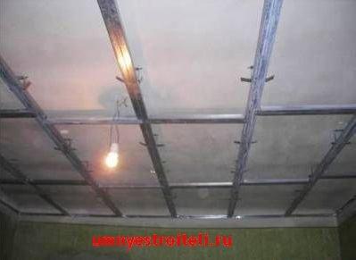 Завершающий этап монтажа одноуровневого потолка