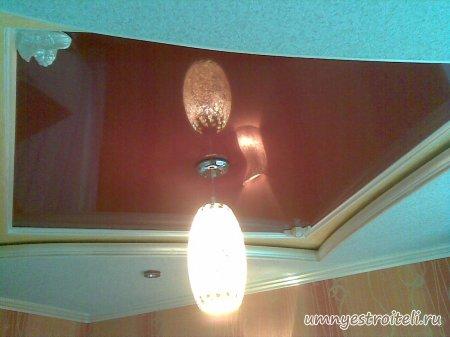 Двух ярусный комбинированный потолок из гипсокартона и красного натяжного потолка